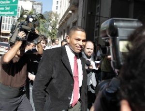 Mizael Bispo de Souza, ex-namorado e suspeito pela morte de Mércia, chega para depor