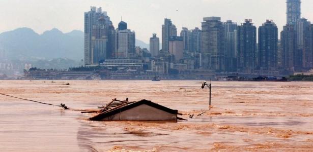 As cheias provocadas pela chuva na China já mataram mais de 1000 pessoas