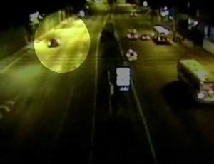 Câmera flagra carro em que estava Rafael Bussamra, que atropelou filho de Cissa, deixando túnel