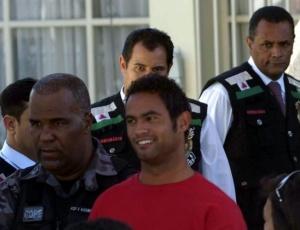 O goleiro Bruno saiu ontem sorrindo do Juizado Especial da Infância e Juventude de Contagem (MG)