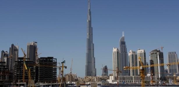 Prédio mais alto do mundo desponta no horizonte de Dubai, nos Emirados Árabes Unidos