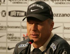 Mano Menezes confirmou neste sábado que aceitou ser o novo treinador da seleção brasileira