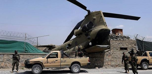 Helicóptero da Força de Assistência a Segurança Internationalcai em Cabul