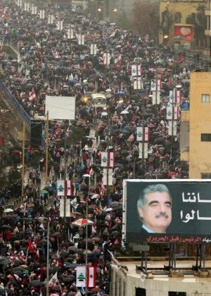 Milhares de pessoas lembram o aniversário da morte de Rafiq Hariri, em Beirute