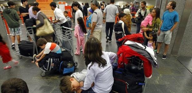 Problemas em voos geraram enormes filas no terminal de embarque da Gol no aeroporto de Congonhas, em São Paulo; veja mais imagens do caos aéreo