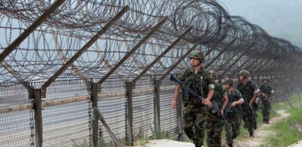 Membros da marinha sul-coreana patrulham a fronteira com a Coreia do Norte, próxima ao Mar Amarelo. Nesta quinta-feira, a Coreia do Sul