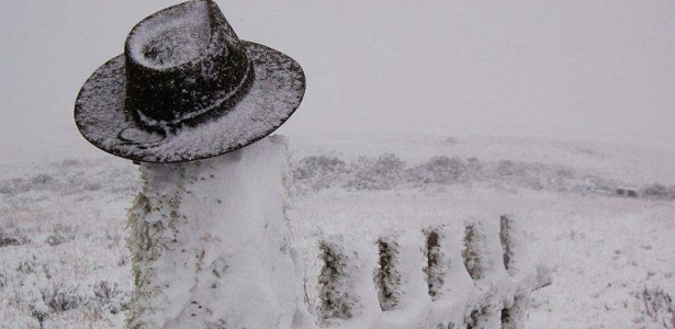 Neve acumula no Morro da Igreja, entre Urubici e Bom Jardim da Serra, a 1750 metros de altitude