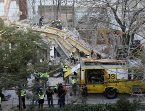 Um edifício em construção desmoronou sobre um prédio comercial em Buenos Aires (Argentina)