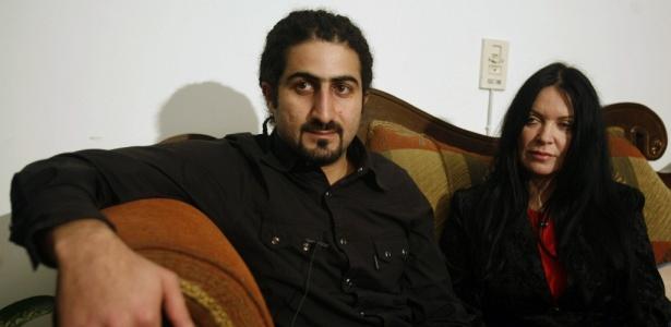 Omar bin Laden e sua esposa Zaina moram juntos nos Emirados Árabes enquanto a cidadania britânica de Omar está em processo
