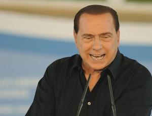 """Silvio Berlusconi, discursa na """"Festa da Liberdade"""", em Benevento (Itália), em outubro de 2009"""