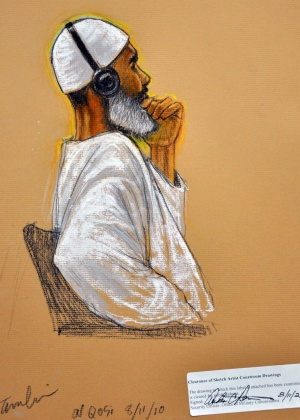 O sudanês Ibrahim Al Qosi, um ex-motorista de Osama bin Laden, em desenho feito durante seu julgamento, em um tribunal militar em Guantánamo