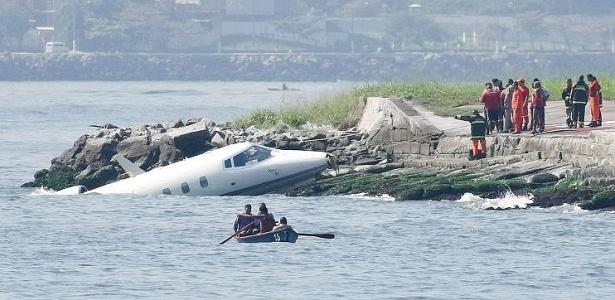 Avião da Ocean Air cai na baía da Guanabara, no Rio de Janeiro; VEJA FOTOS DO ACIDENTE