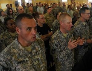Comandante americano diz que prazo estabelecido por Barack Obama para início da retirada das tropas americanas do Afeganistão pode ajudar inimigo
