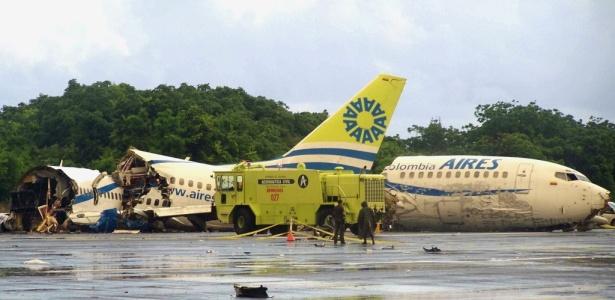 Avião se parte em três após ser atingido por raio ao aterrissar em San Andrés; <b>MAIS FOTOS</B>