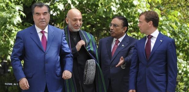 Da esquerda para a direita: o presidente do Tadjiquistão, Emomali Rahmon; Hamid Karzai, presidente do Afeganistão; o presidente do Paquistão, Asif Ali Zardari e o residente russo Dmitri Medvedev, em encontro na Rússia