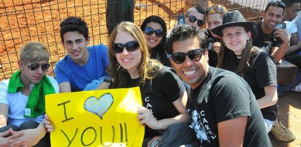 Fãs aguardam na fila para entrar no show de Mariah, que acontece nesse sábado em Barretos