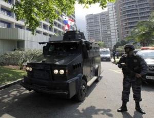 Polícia cerca hotel Intercontinental, em São Conrado, zona sul do Rio, após criminosos invadirem o local