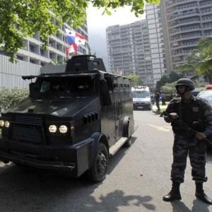 Polícia cerca hotel Intercontinental, no Rio, após criminosos invadirem o local e fazerem 35 reféns