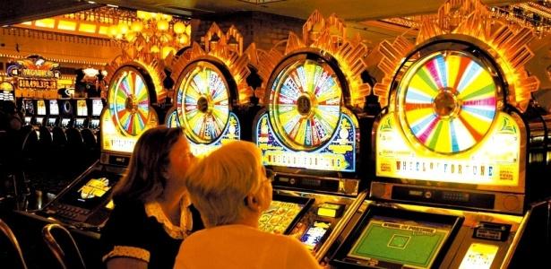 Sala de jogos do cassino que funciona dentro do Golden Nuggett, em Las Vegas, nos EUA.