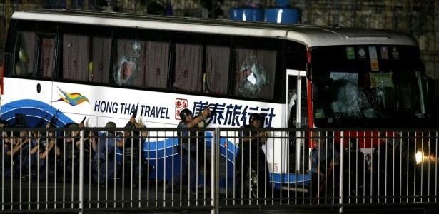 Policiais cercam ônibus sequestrado em Manila, nas Filipinas; <b>VEJA MAIS FOTOS</b>