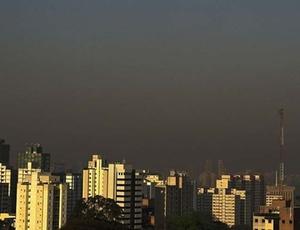 Céu de São Paulo, na região do Paraíso, apresenta densa camada de poluição; veja mais imagens