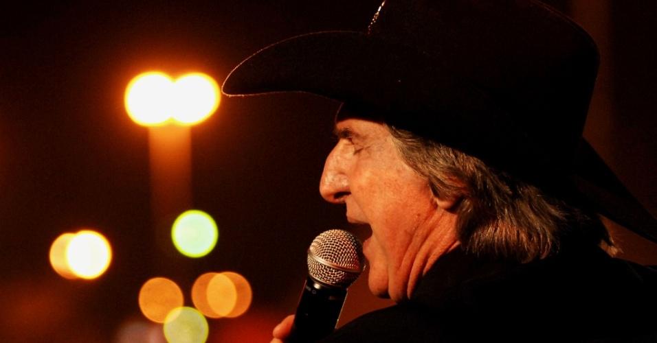 O cantor Sérgio Reis animou na noite desta quarta-feira (25) o público que se reuniu do palco Esplanada, em Barretos (SP)