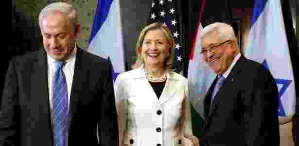 O primeiro-ministro de Israel, Binyamin Netanyahu (esq.), a secretária de Estado dos EUA, Hillary Clinton, e o presidente da Autoridade Nacional Palestina, Mahmoud Abbas, se reúnem para diálogo sobre a paz no Oriente Médio - Khaled el Fiqi/ EFE