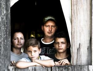 O número médio de pessoas por família caiu de 3,4 para 3,1 nos últimos dez anos, mas entre os mais pobres a média é de 4,2 por domicílio