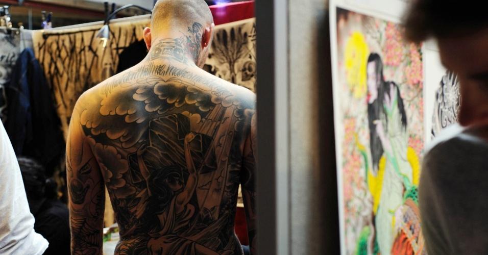 Convenção de tatuagem em Londres começou na sexta (24) e vai até domingo (26). Evento reúne grandes nomes da tatuagem mundial