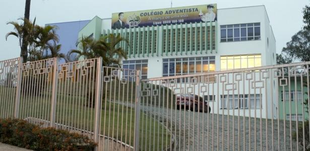 Fachada do Colégio Adventista, em Embu das Artes (SP), onde um menino foi baleado - Rubens Cavallari/Folhapress