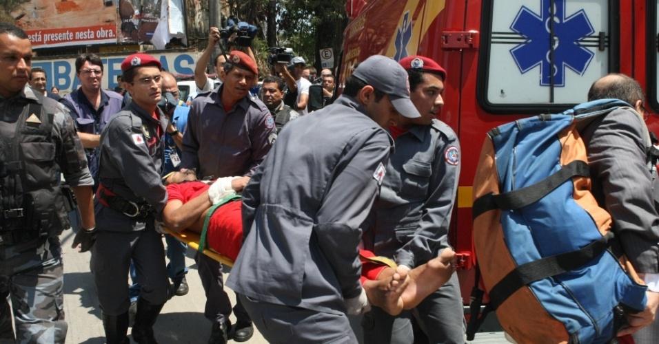 Goleiro Bruno tem convulsão e desmaia em audência em Minas Gerais