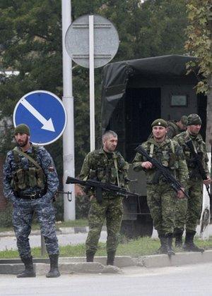 Soldados controlam área onde ocorreu o atentado; veja mais fotos