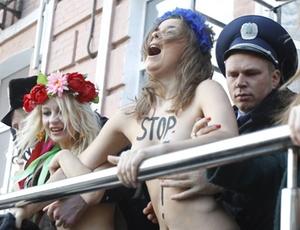 Polícia prende ativistas da Femen durante protesto contra a visita de Putin a Kiev