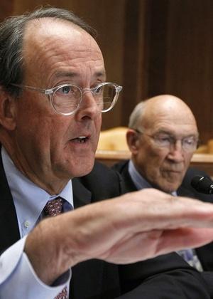 Alan Simpson, co-presidente de uma comissão especial para redução do déficit nos EUA