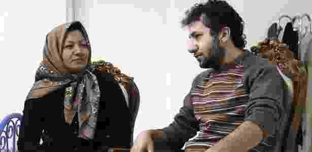 Sakineh Mohammadi Ashtiani e o filho foram entrevistados em casa há poucos dias, o que levou defensores dos direitos humanos a celebrarem sua libertação - AFP/PressTV