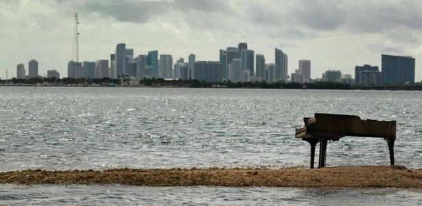 Um piano misterioso foi encontrado em um banco de areia em Miami, nos Estados Unidos