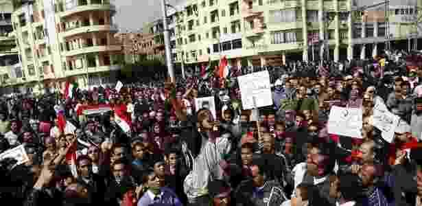 Manifestantes comemoram renúncia de Mubarak no Egito, em fevereiro de 2011 - Amr Abdallah Dalsh/Reuters