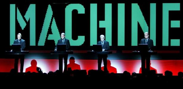 A banda Kraftwerk durante apresentação