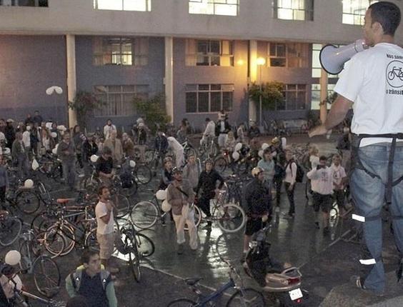 Ciclistas realizam