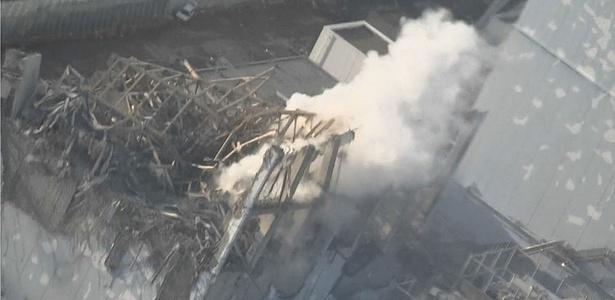 Imagem mostra fumaça saindo do reator 3 da usina de Fukushima