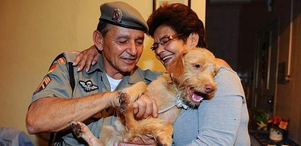 Pinpoo é encontrado e entregue a sua dona, a aposentada Nair Flores, de 64 anos