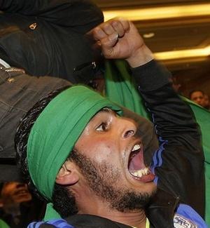 Apoiadores do ditador Muammar Gaddafi invadiem entrevista do vice-ministro líbio das Relações Exteriores