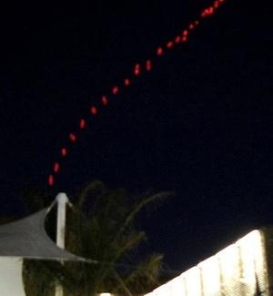Céu em Trípoli é iluminado pelos mísseis da artilharia antiaérea líbia em resposta a ataques da coalizão