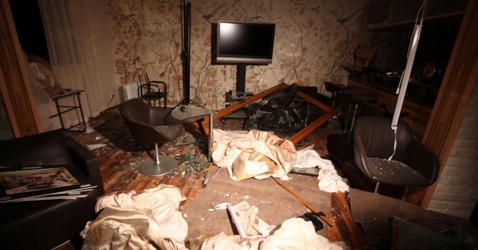 Casa da família Gaddafi em Trípoli, atingida por bombardeio aéreo da Otan. O filho mais novo de Gaddafi e três netos morreram no ataque; o líder líbio sobreviveu, segundo informações oficiais