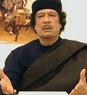 O ditador líbio Muammar Gaddafi fez uma aparição na TV estatal no sábado e afirmou que não vai deixar o poder, mas disse que deseja um diálogo para que o conflito termine