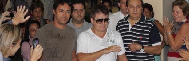 Cantor Marrone recebe alta após acidente de helicóptero no interior de São Paulo