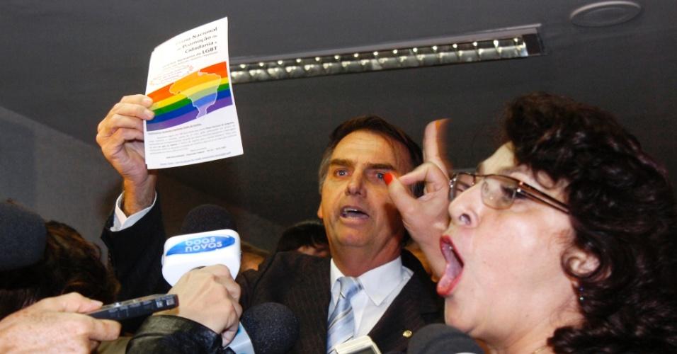 Senadora Marinor Brito (PSOL-PA) e deputado Jair Bolsonaro (PP-RJ) bateram boca durante reunião na Comissão de Direitos Humanos e Legislação Participativa (CDH), que debate proposta que pune a discriminação a homossexuais