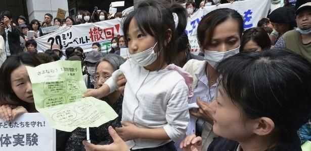 Japoneses protestam em Tóquio contra contaminação nuclear da usina de Fukushima
