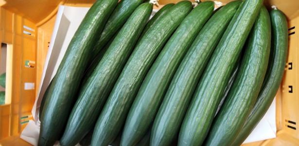 Pepinos cultivados e comercializados em Hamburgo, na Alemanha; surto infeccioso já matou 14