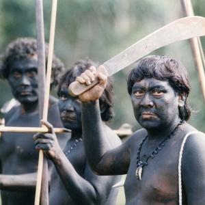 Foto de 1993 mostra guerreiros ianomamis. Povo índigena tem cerca de 25 mil indivíduos no norte da selva amazônica em cerca de 250 comunidades